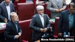 علی لاریجانی و محمدرضا عارف در نشست هفته گذشته با منتخبان مجلس دهم
