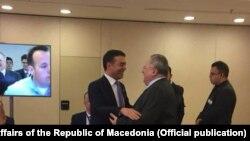Грчкиот министер за надворешни работи Никос Коѕијас и македонскиот министер за надворешни работи Никола Димитров пред почетокот на состанокот за иднината на Европа во Сунио, во близина на Атина, Грција.