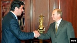 Prezident Vladimir Putin Dövlət Dumasında müxalifət fraksiyasının lideri Boris Nemtsov-u qəbul edir - 4 iyul 2000