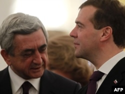 Russia -- President Dmitry Medvedev (R) meets with his Armenian counterpart Serzh Sarkisian in Moscow, 24Oct2011