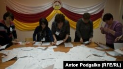 Votes are counted at a polling station in Tskhinvali, South Ossetia, on April 8.