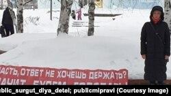 Участница одиночного пикета в Сургуте. Декабрь-2019