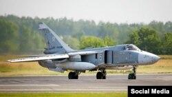 Российский военный самолет с незакрашенными знаками, еще на аэродроме в России, фото - блог Руслана Левиева