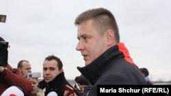 Томаш Петржічек дає інтерв'ю чеській пресі в Гнутовому