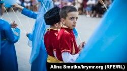 День кримськотатарського прапора у Феодосії. Фотографія Аліни Смутко