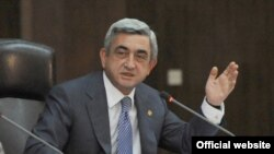 Armenia -- President Serzh Sarkisian defends his agreements with Turkey at a meeting of his Public Council on September 30, 2009.