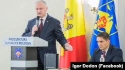 Президент Республики Молдова Игорь Додон и новый генеральный прокурор Александр Стояногло, Кишинев, 29 ноября 2019 года