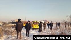 Неподалеку от места крушения самолета Fokker-100 в Алматы. 27 декабря 2019 года.