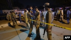 کراچۍ کې پر یوه امام باړه له بریده پس امنیتي ځواکونو سیمه کلابنده کړې. ۲۰۱۷ کال