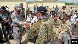 Гильменд уәлаятындағы ауған армиясы сарбаздары мен НАТО әскерилері, Ауғанстан. (Көрнекі сурет)
