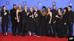 دست اندرکاران سریال «سرگذشت ندیمه» پس از دریافت جوایز گلدن گلوب