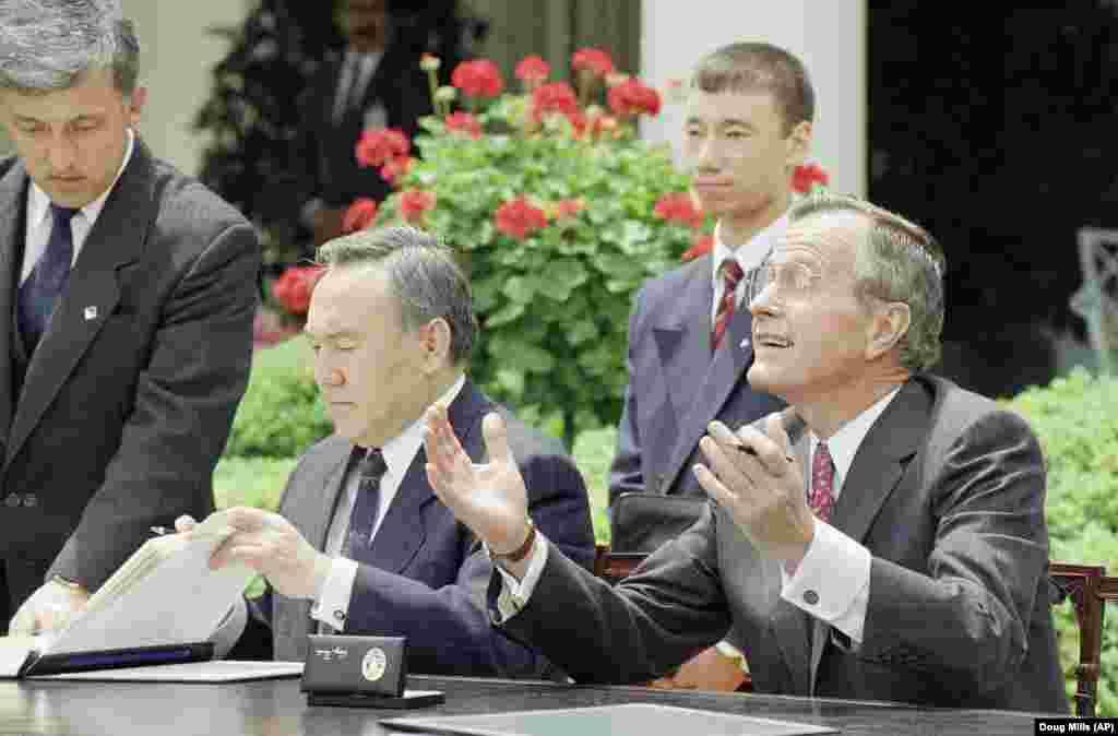 Джордж Буш – старший и Нурсултан Назарбаев после подписания документов. 20 мая 1992 года.
