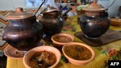 Боршът е традиционна супа в цяла Източна Европа, но Украйна и Русия имат свои претенции за произхода ѝ