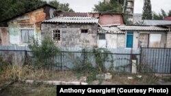 Временные постройки, в которых проживают 227 семей, будут демонтированы после приобретения нового жилья