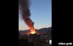 Дим над лікарнею, де стався вибух, 30 червня 2020 року