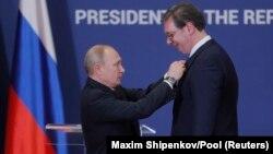 """Путин ба президенти Сербистон ордени """"Александр Невский""""-ро тақдим кард"""