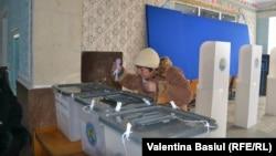 La secţia de votare din Cocieri, 30 noiembrie 2014