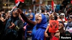 محتجات مصريات ضد حكم الرئيس ممد مرسي في القاهرة