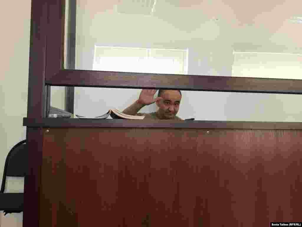 Азаматтық белсенді Макс Боқаев сот залында. Атырау, 3 маусым 2016 жыл.