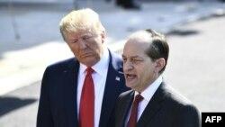 Александр Акоста объявляет об оставке в присутствии Дональда Трампа