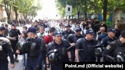 Участники несостоявшегося гей-парада в Кишиневе