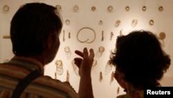 Еще в царское время раскопки в районе Тлийского могильника проводили граф и графиня Уваровы. В 1905 году были опубликованы результаты их работы. Далее раскопки проводились известным осетинским археологом Багратом Теховым – с 1957-го по 1988-й гг.