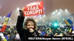 La un protest antiguvernamental și anticorupție la București
