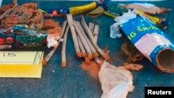 Остатки фейерверков, которые были найдены в рюкзаке Джохара Царнаева. Фото опубликовано ФБР 1 мая 2013 года.