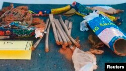 Остатки фейерверков внутри рюкзака, найденного на свалке города Нью-Бедфорд и принадлежавшего, как говорят агенты ФБР, Джохару Царнаеву. 1 мая 2013 года.