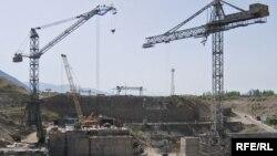 Орусия Кыргызстанда ири энергетикалык долбоорлорду куруу маселесинин башы ачылбай жатат.