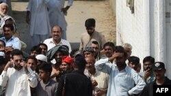پنجاب: یوه ځانمرګي بریدګر د ۲۰۱۵م کال د اګست پر ۱۶مه نېټه د پنجاب کورونو چارو وزیر شجاع خانزاده وواژه