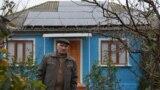 Și-a instalat panourile solare pe casă, după ce le-a găsit la o expoziție organizată la Chișinău.