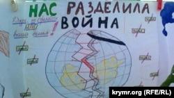 Детские рисунки против войны с выставки в севастопольском парке Победы