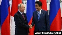 Ռուսաստանի նախագահ Վլադիմիր Պուտինը և Ճապոնիայի վարչապետ Սինձո Աբեն հանդիպում են Վլադիվոստոկում, 10-ը սեպտեմբերի, 2018թ․