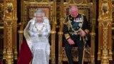 Regina Marii Britanii a fost însoțită de Prințul de Wales