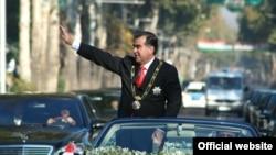 Президент Таджикистана Эмомали Рахмон ранее был по документам Эмомали Шарифовичем Рахмоновым.