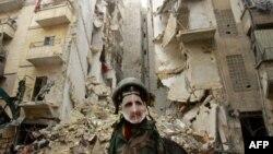 Манекен с маской Башара Асада в разрушенном войной Алеппо