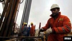 Рабочие на газоперерабатывающем заводе в иранской провинции Хорасан.