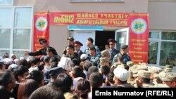 Парлямэнцкія выбары ў Кыргызстане. Чэргі ля выбарчых участкаў