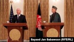 Гејтс и Карзаи на една од претходните прес конференции