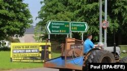 Плакат проти Брекзиту на кордоні між Республікою Ірландія та Північною Ірландією, яка є частиною Сполученого Королівства. Червень 2018 рoку, село Белік у Північній Ірландії