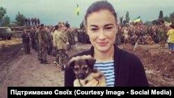 Анастасия Приходько с собакой Антошкой в зоне антитеррористической операции.