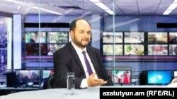 Министр образования и науки Армении Араик Арутюнян в студии Азатутюн ТВ (архив)