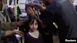 Pregled djece nakon navodnog hemijskog napada u Dumi, 8. april 2018.