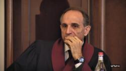 Ոստիկաններն արգելել են ՍԴ նախկին անդամ Հրանտ Նազարյանին մտնել Սահմանադրական դատարան