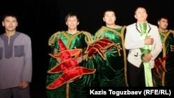"""Актеры, сыгравшие в спектакле """"Лавина"""". Алматы, 14 марта 2012 года."""
