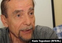 Правозащитник Лев Пономарев. Алматы, 19 мая 2012 года.