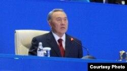 Қазақстан президенті Нұрсұлтан Назарбаев индустриалық форумда сөйлеп отыр. Астана, 3 шілде 2012 жыл.