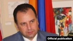 Վիգեն Սարգսյան, արխիվ