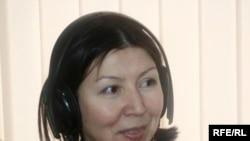 """Динара Ошурахунова """"Азаттыктын"""" студиясында."""